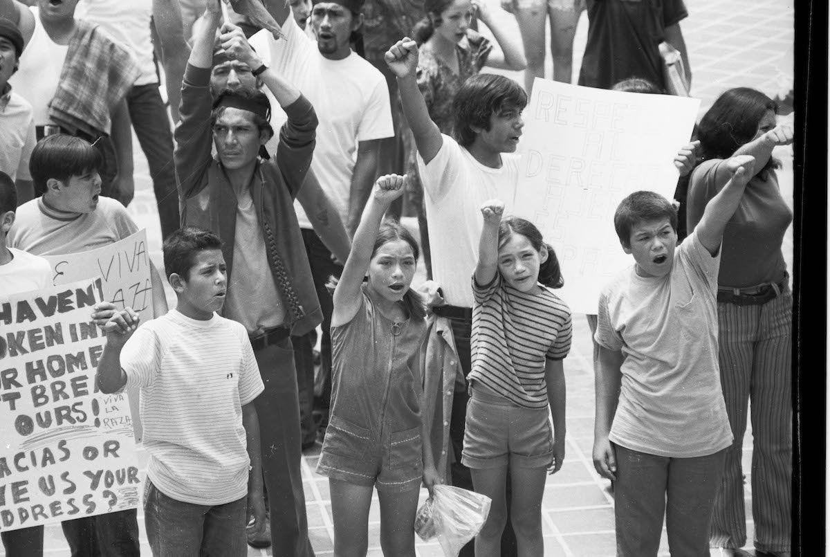 This Impactful Exhibit Showcases Hundreds Of La Raza Magazine S Chicano Movement Photos During The 60s And 70s La Raza Exp Chicano Photo Mexican Culture
