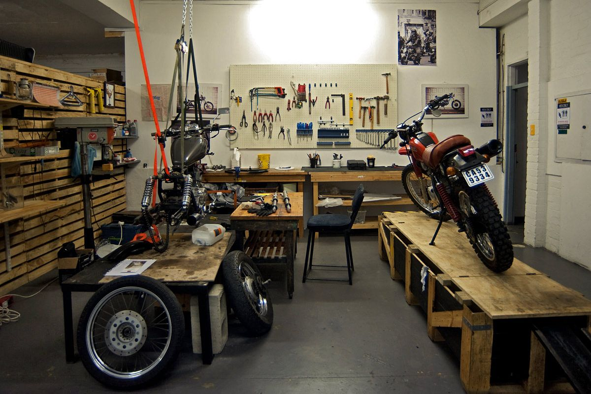 Motorcycle workspace interior design m google for Motorcycle garage plans
