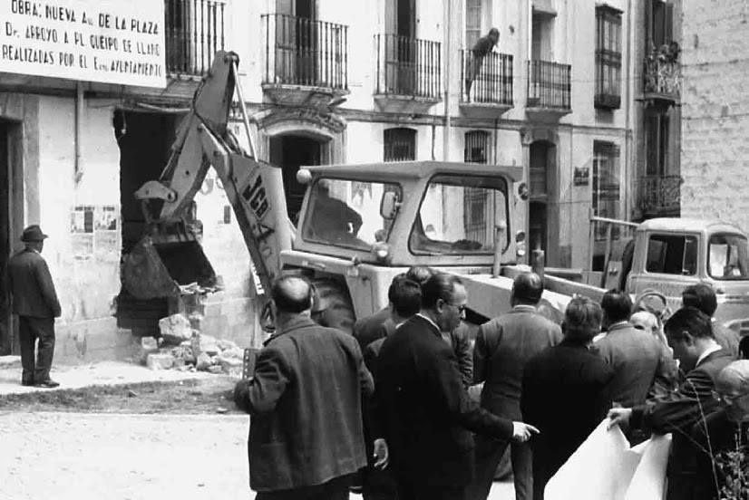 Demolición del edificio de Obras Públicas. http://on.fb.me/1pL2kay