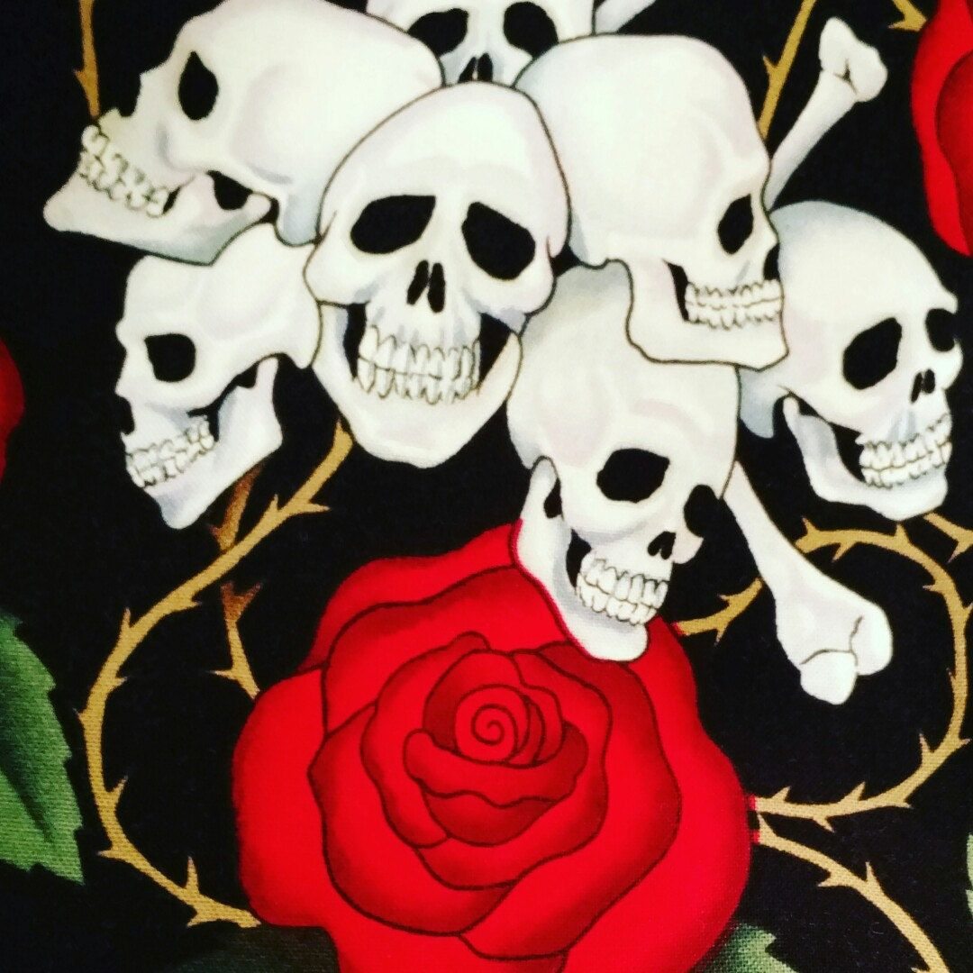 Completing the Skull and Roses sweetheart apron.
