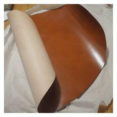 . そして、荷が重かった理由はコードバンを使ったからでした( ̄0 ̄;) . 失敗なしでなんとかできてよかった! . #ハンドメイド#レザークラフト#手縫い#革#レザー#コードバン#栃木レザー#財布#ウォレット#leathercraft#leatherwork #handmade#leather#wallet#cordovan