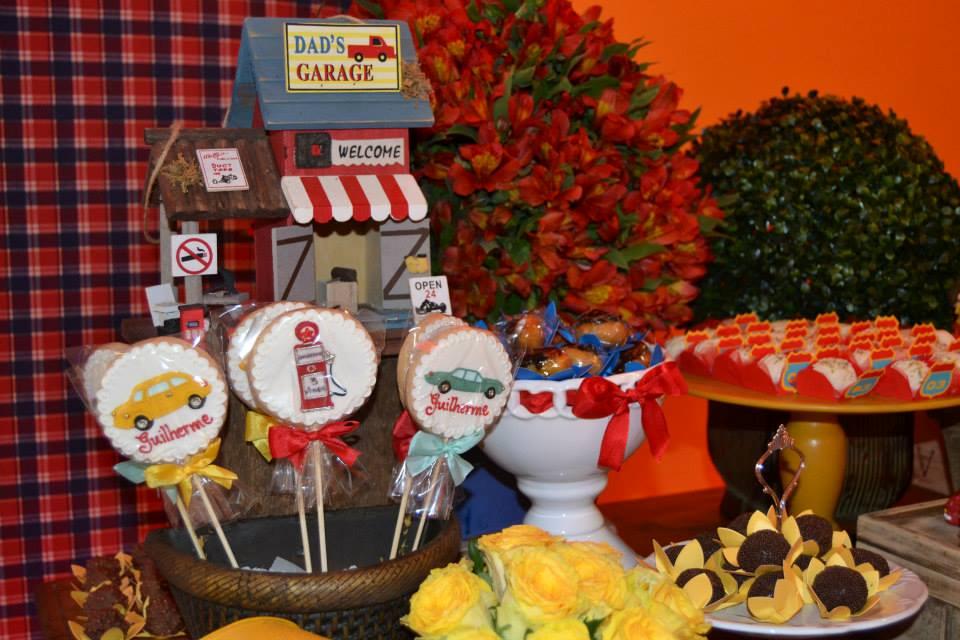 Festa Carros Vintage, uma decoração super inspiradora!!Amei a combinação de cores etodas asfofuras desta linda festinha.Imagens do facebook Laço de Fita Eventos Personalizados.Lind...
