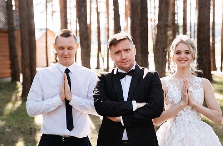 Hochzeitmoderator Fur Eine Deutsch Russische Hochzeit Hochzeit Hochzeit Spiele Kleid Hochzeit