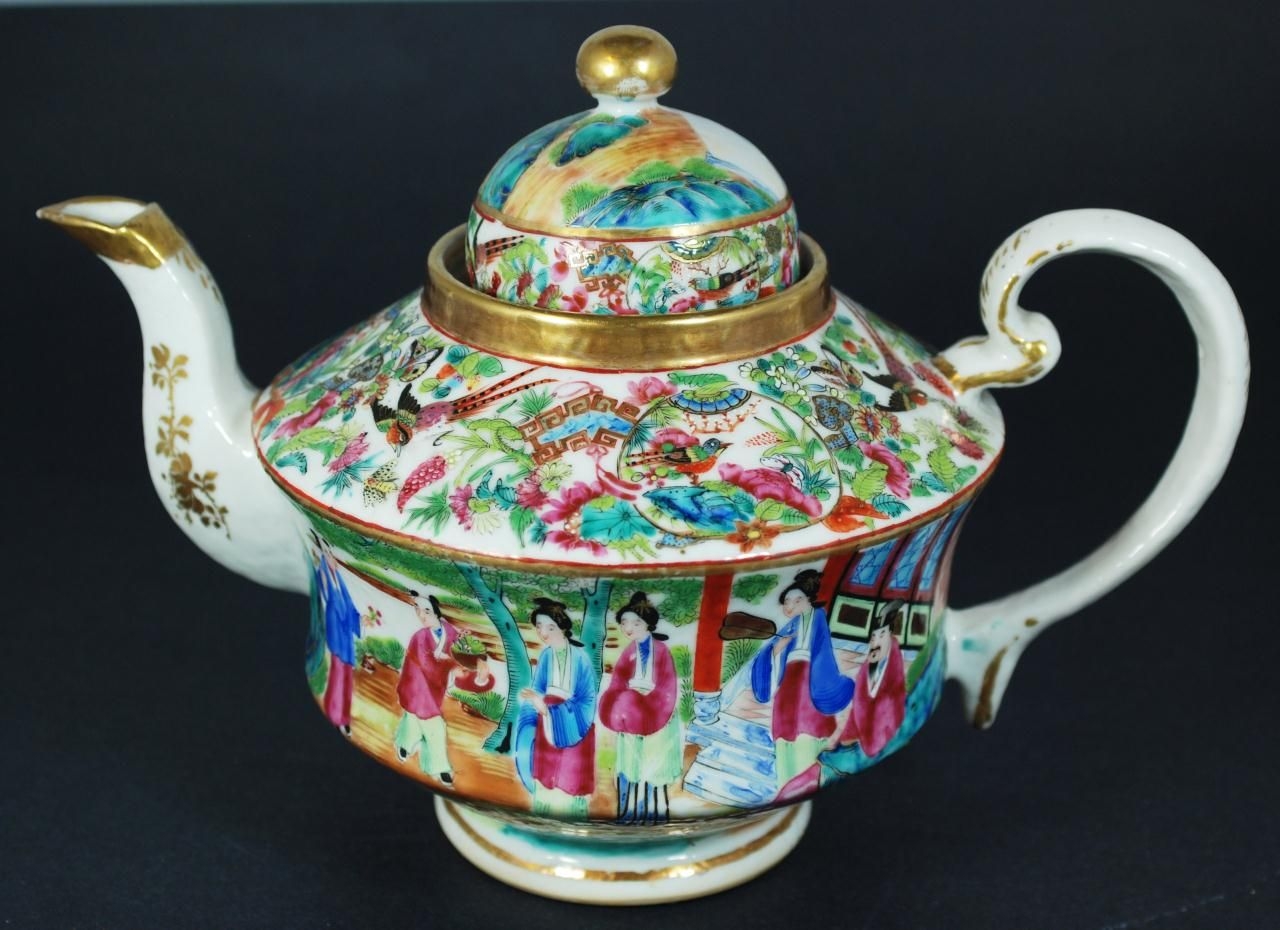 Chinese Hand Painted Porcelain Tea Pot. 19th c.