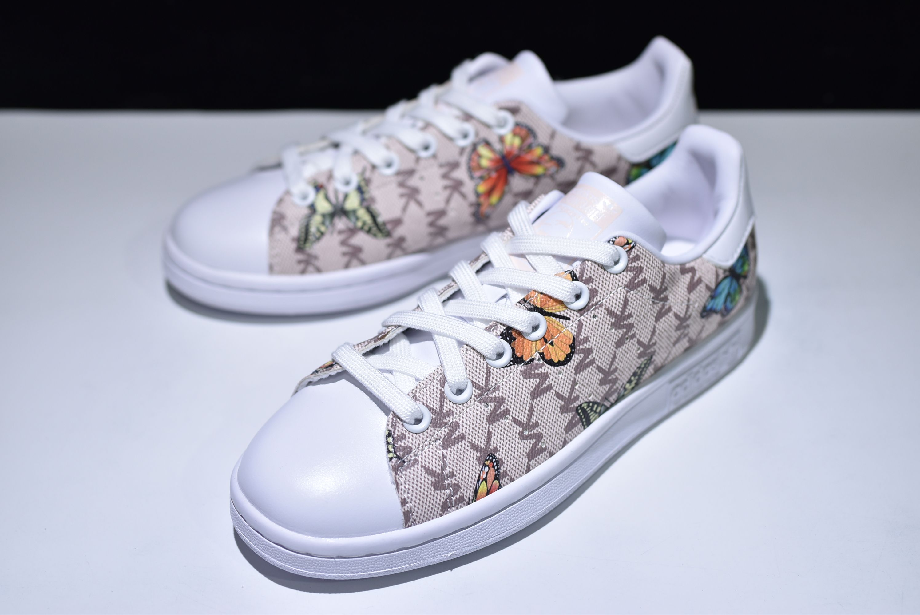 3038a68023c ADIDAS ORIGINALS STAN SMITH BUTTERFLY PATTERN CM8900 | ADIDAS ...