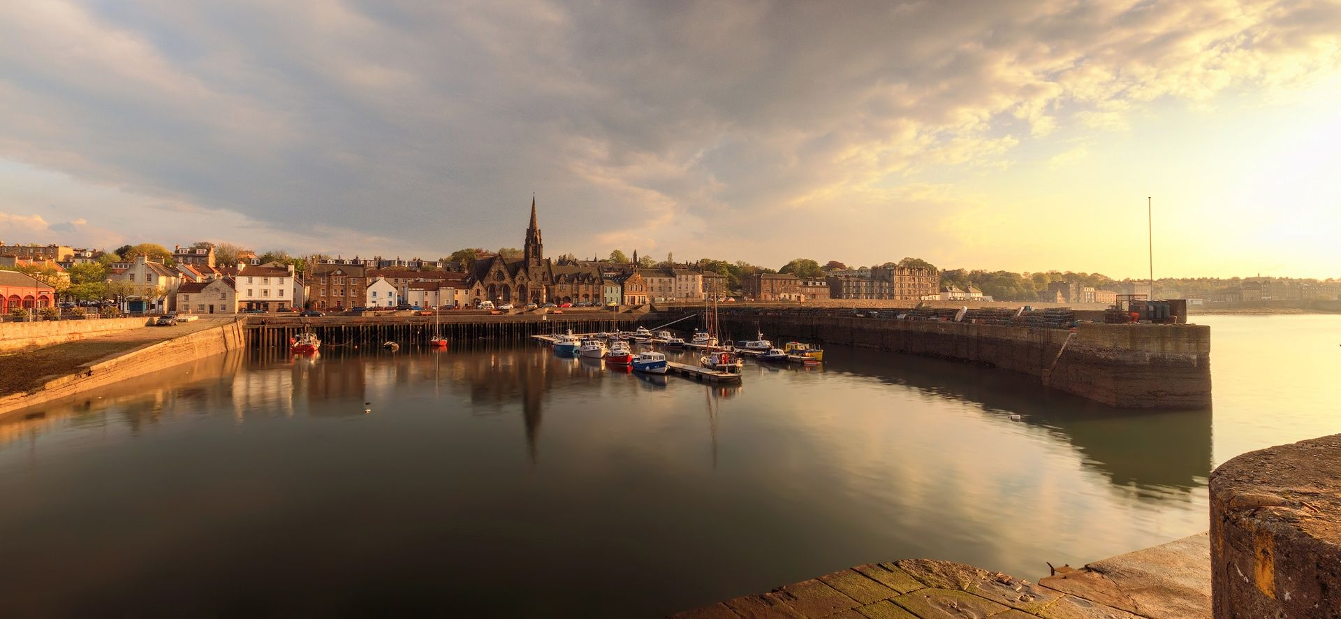 Sun begins to set over Newhaven Harbour, Edinburgh by Miles Gray on 500px