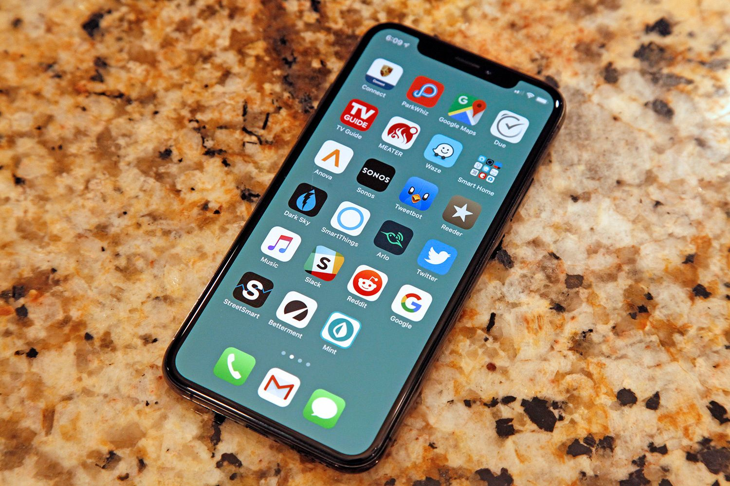 The Magic Iphone Wallpapers That Make Your Dock And Folders Disappear Are Back Iphone Best Iphone Iphone 11