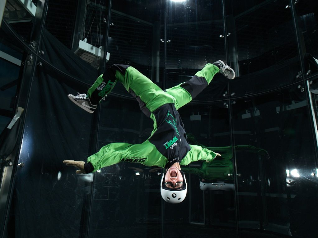 Flying people, powered by Aerodium. Flying