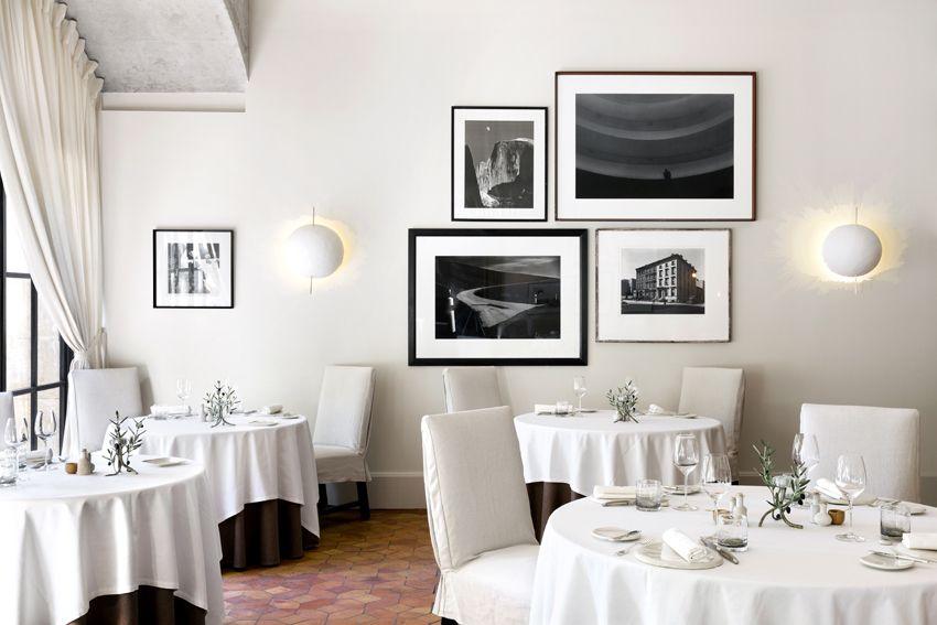 Salle De L Oustau De Baumaniere Restaurants Gastronomiques Baux De Provence Restaurant Gastronomique