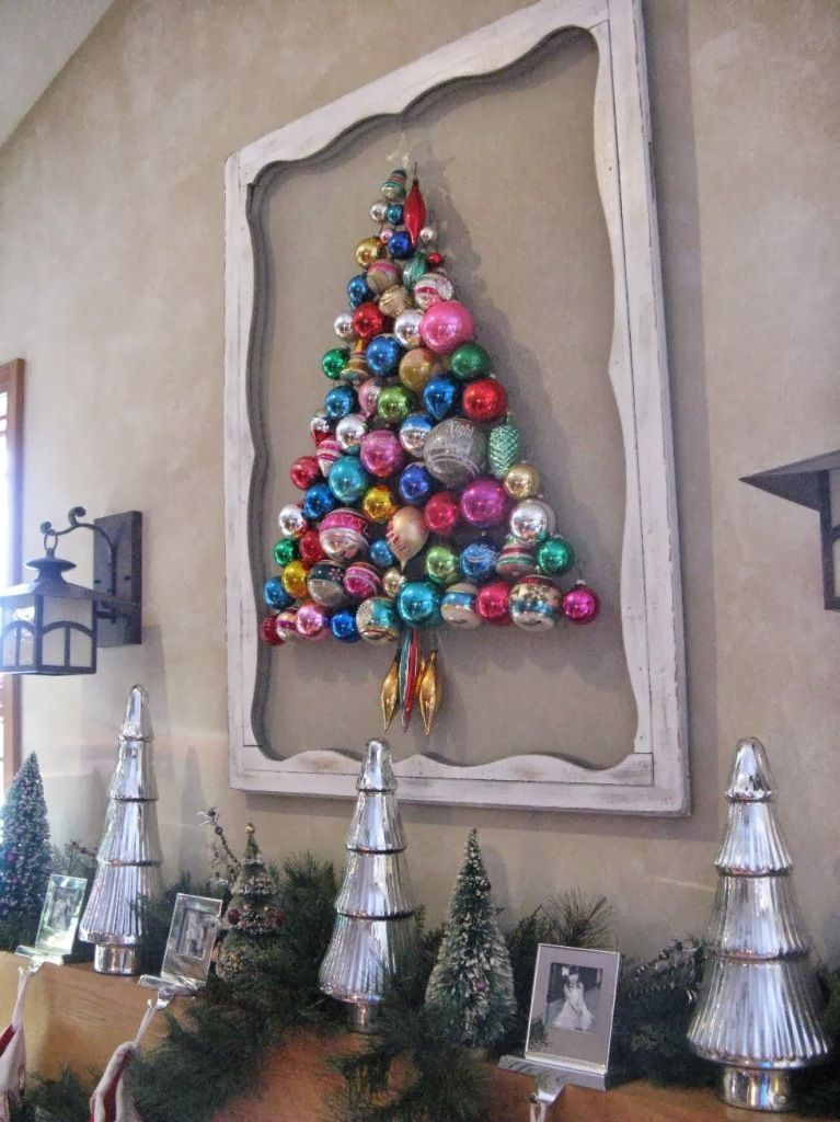 Things You Can Make With Old Christmas Tree Ornaments #christmaswalldecorations Creative DIY ...