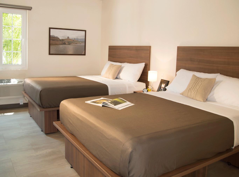 Habitación Doble Con 2 Camas Queen Size Para Hasta 4 Personas Apartamentos Para Alquilar Decoraciones De Dormitorio Camas
