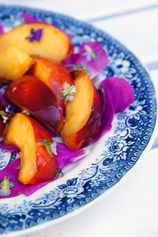 peach salad with rose petals/ lumo lifestyle: Sambaa ja muita viikonloppujuttuja / Samba parade and other weekend moments