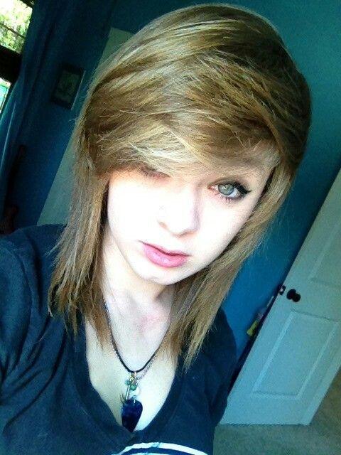 Short Shoulder Length Scene Hair Pale Skin Blue Eyes