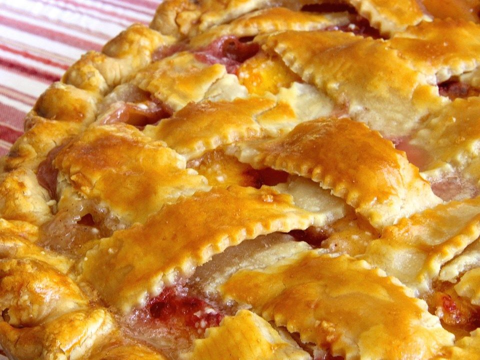 Peach Pie with lattice crust - how to lattice crust and keep peach pie from getting soupy.