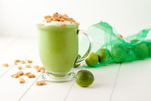 Key Lime Pie Green Smoothie by healthfulpursuit #Key_Lime_Pie #Smoothie #healthfulpursuit