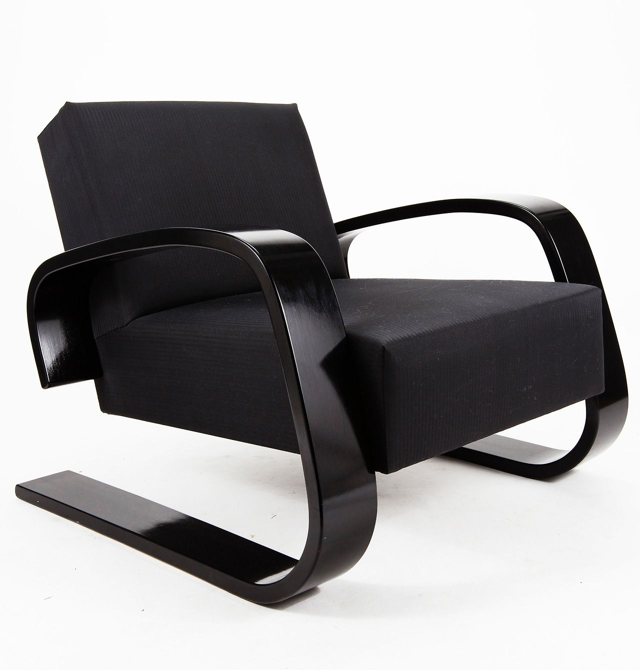 Alvar Aalto Tank chair model nr400 designed in 1936 and produced