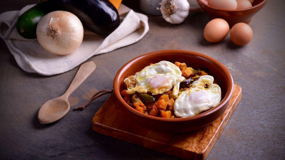Alboronía Con Huevos Fritos Hermana María José Receta Canal Cocina Receta De Puchero Recetas Con Verduras Huevos Fritos