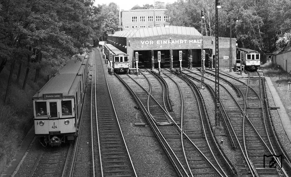 Berlin 1972 Der UBahnhof Krumme Lanke BerlinWest