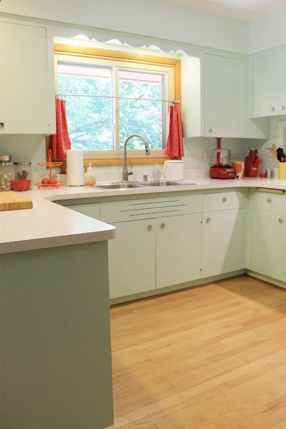 1950s Kitchen I Like The Mint Cabinets Could This Work With The Pink Counter And Backsplash Retro Kitchen Kitchen Renovation Vintage Kitchen