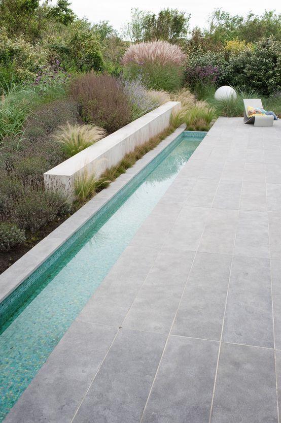 Bijzondere Materialen Sluiten Aan Bij Lichte Atmosfeer Aan De Kust Moderner Garten Von Andr Wasserbecken Garten Moderner Garten Moderne Landschaftsgestaltung