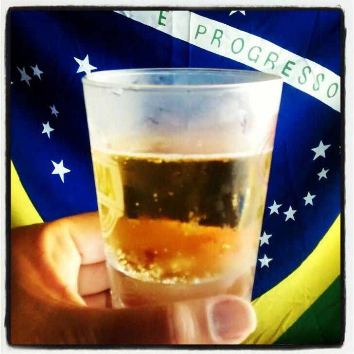 Cerveja brasileira ... saúde! By Denise Silveira