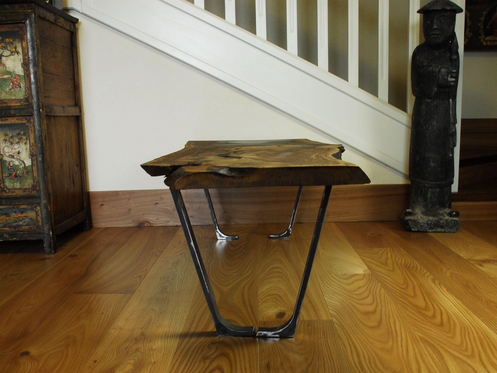 coffe table Tavolino in noce massello e ferro grezzo. -1051-