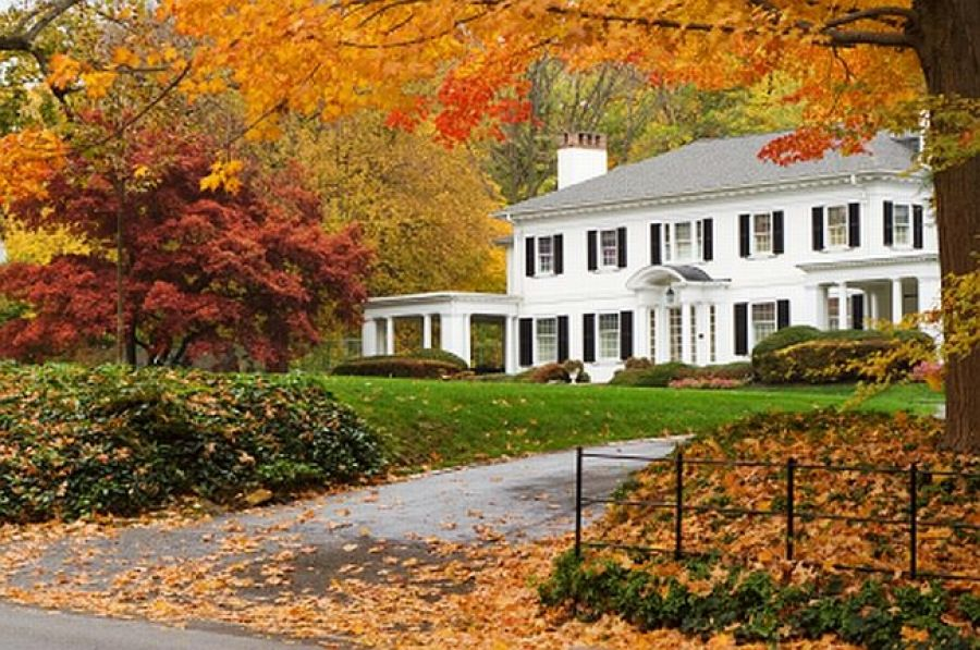 6 Surprising Benefits Of Buying Or Selling Your Home In The Fall Autumn Home Beautiful Homes House