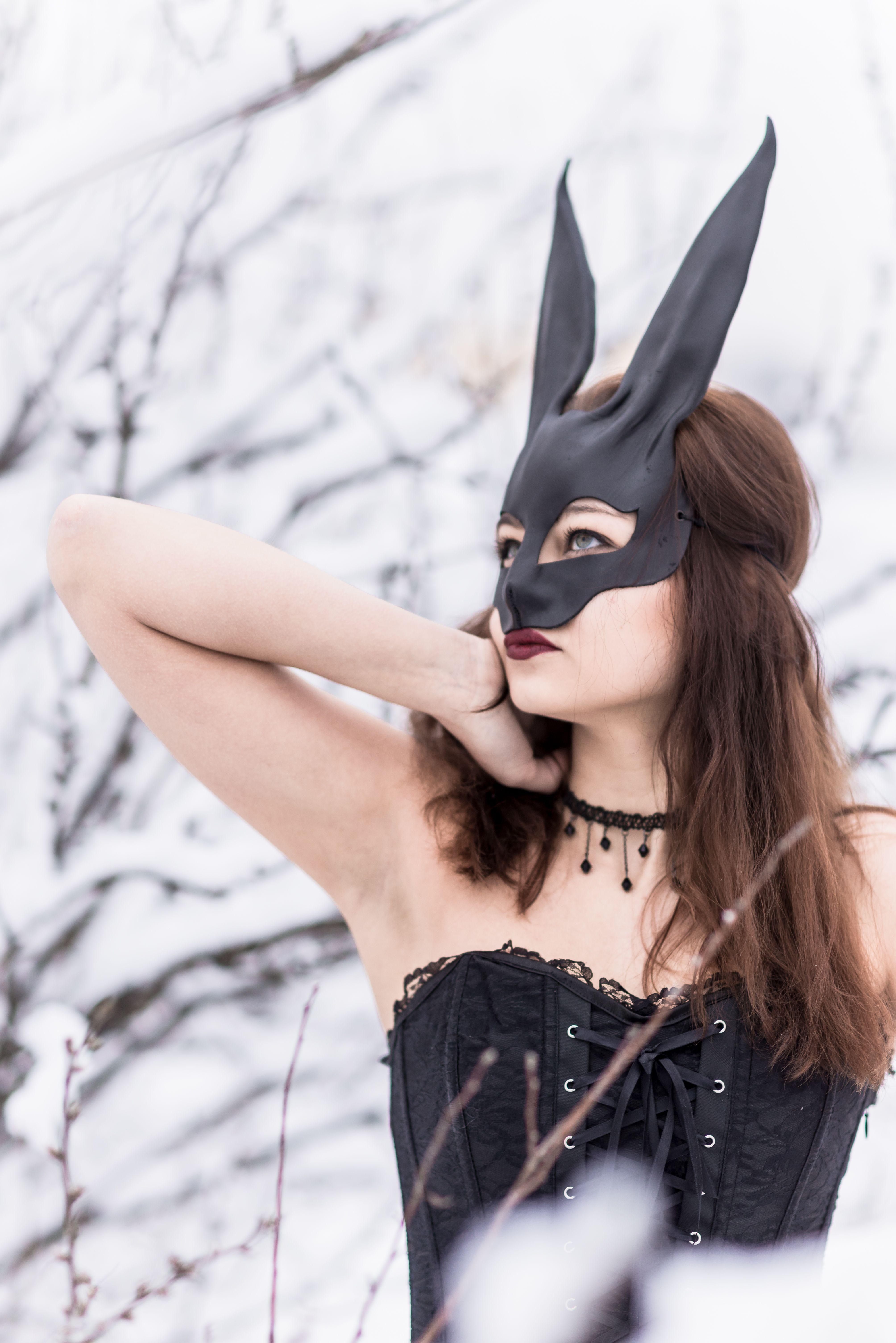 варианты фотосессии с маской простую юбку