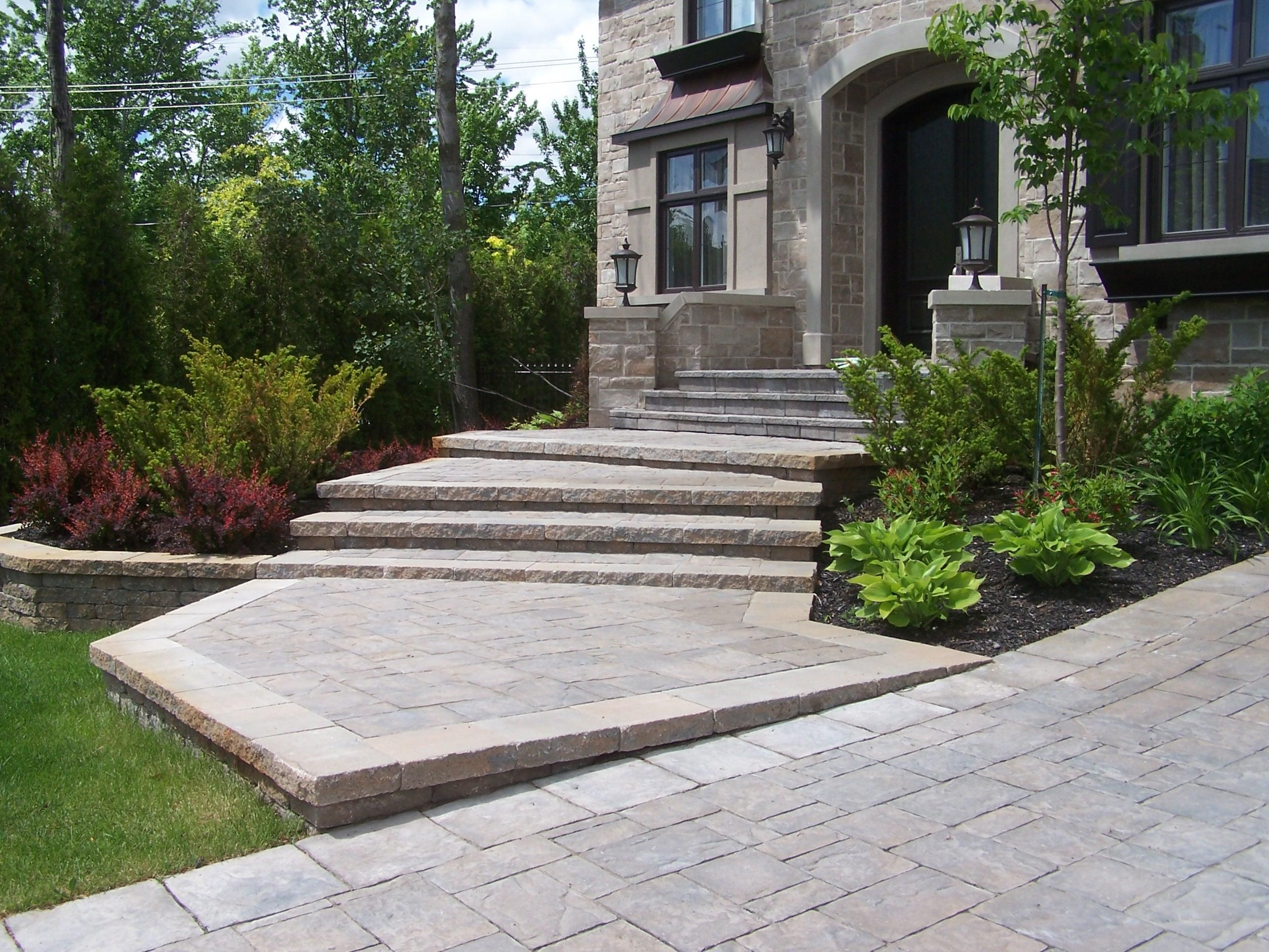 entr e marches et muret en pav uni am nagement paysager pinterest concrete front steps. Black Bedroom Furniture Sets. Home Design Ideas