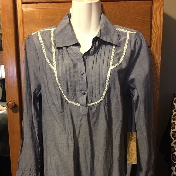 NWT Denim shirt with belt NWT Denim shirt with belt cute with white jeans Blue Asphalt Tops Blouses