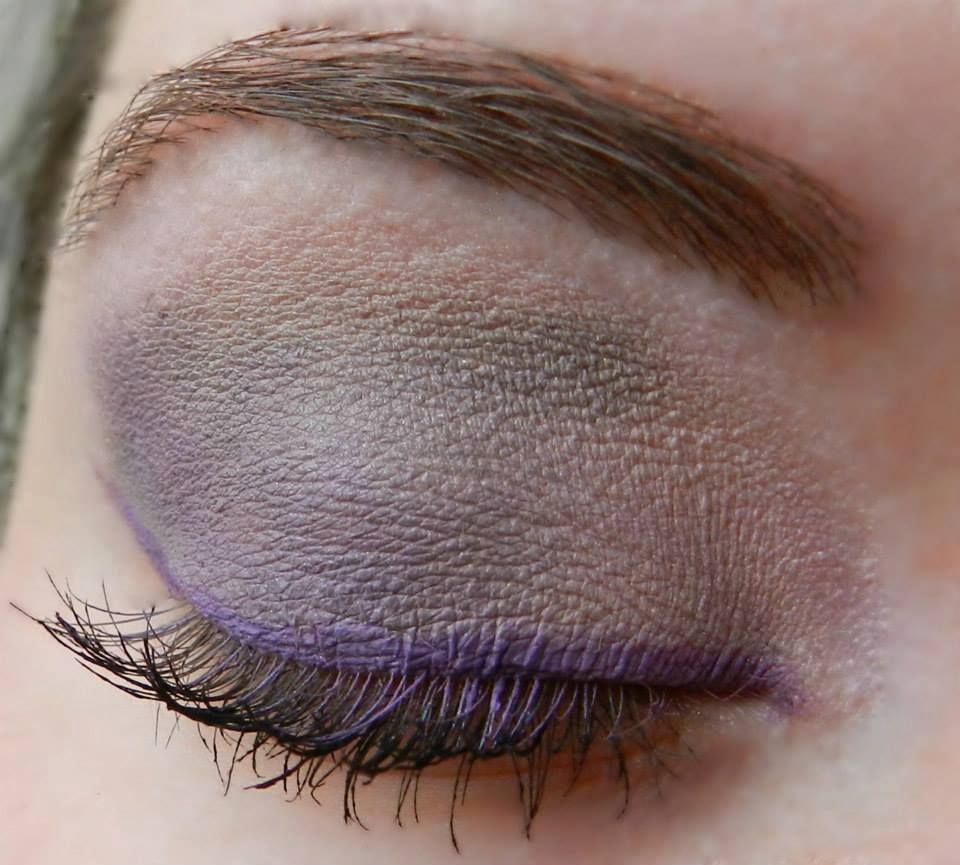 Base: Pink Frost ShadowSense Blending: Smoked Topaz ShadowSense Accent: Amethyst ShadowSense Liner: Amethyst ShadowSense Mascara: Black LashSense Brows: BrowSense; Match to brow color