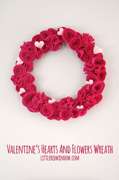 27 Awesome DIY Valentine's Day Wreaths | ComfyDwelling.com #PinoftheDay #ValentinesDay #wreaths #DIY