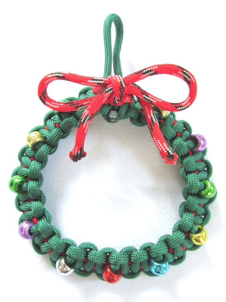 Paracord Christmas Wreath A very special looking ornament