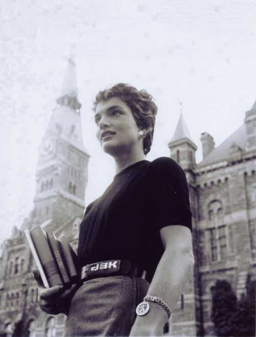 1954. Mai. A year after her wedding to Senator John F. Kennedy. Shes pictured here before going to class at Georgetown University for a LIFE Magazine article