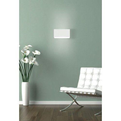 Barcelona Sessel In Weiß Vor Minzfarbener Wand   Mint Wandfarbe