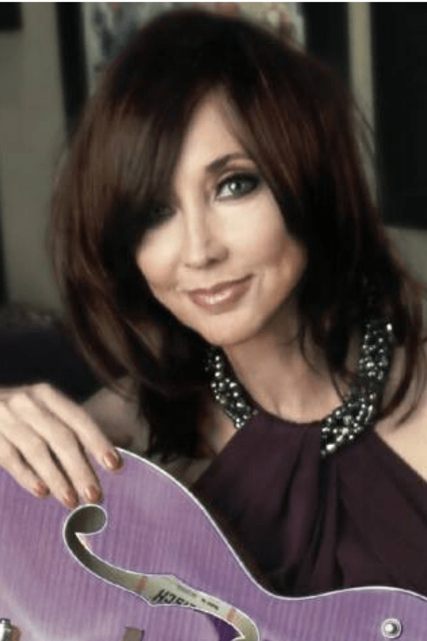 25 Female Country Singers From The 90 S That You May Not Know About Country Female Singers Country Singers Singer
