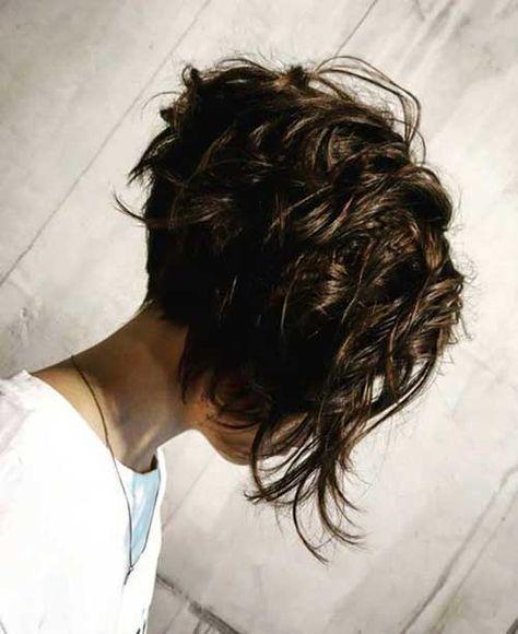 Charmante gestapelte kurze Haarschnitte für Frauen #layeredcurlyhair