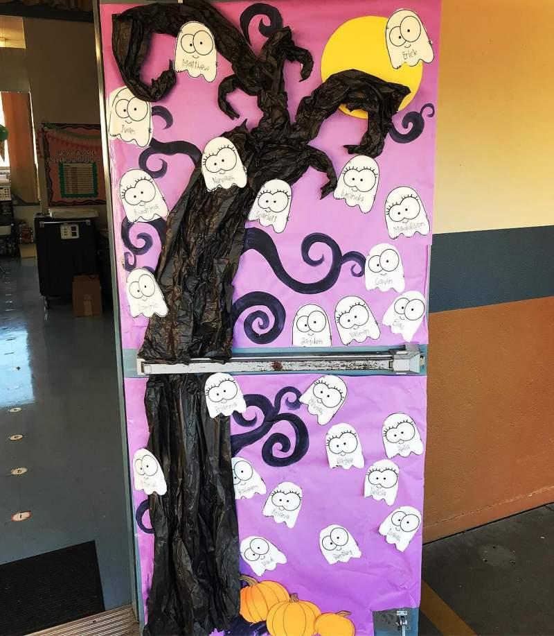 Halloween Door Decoration Ideas for your Classroom or Dorm Room #halloweendoordecor