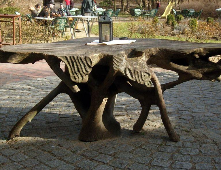 gesehen in k hlungsborn in mecklenburg ein tisch aus einer baumwurzel hergestellt f r den. Black Bedroom Furniture Sets. Home Design Ideas