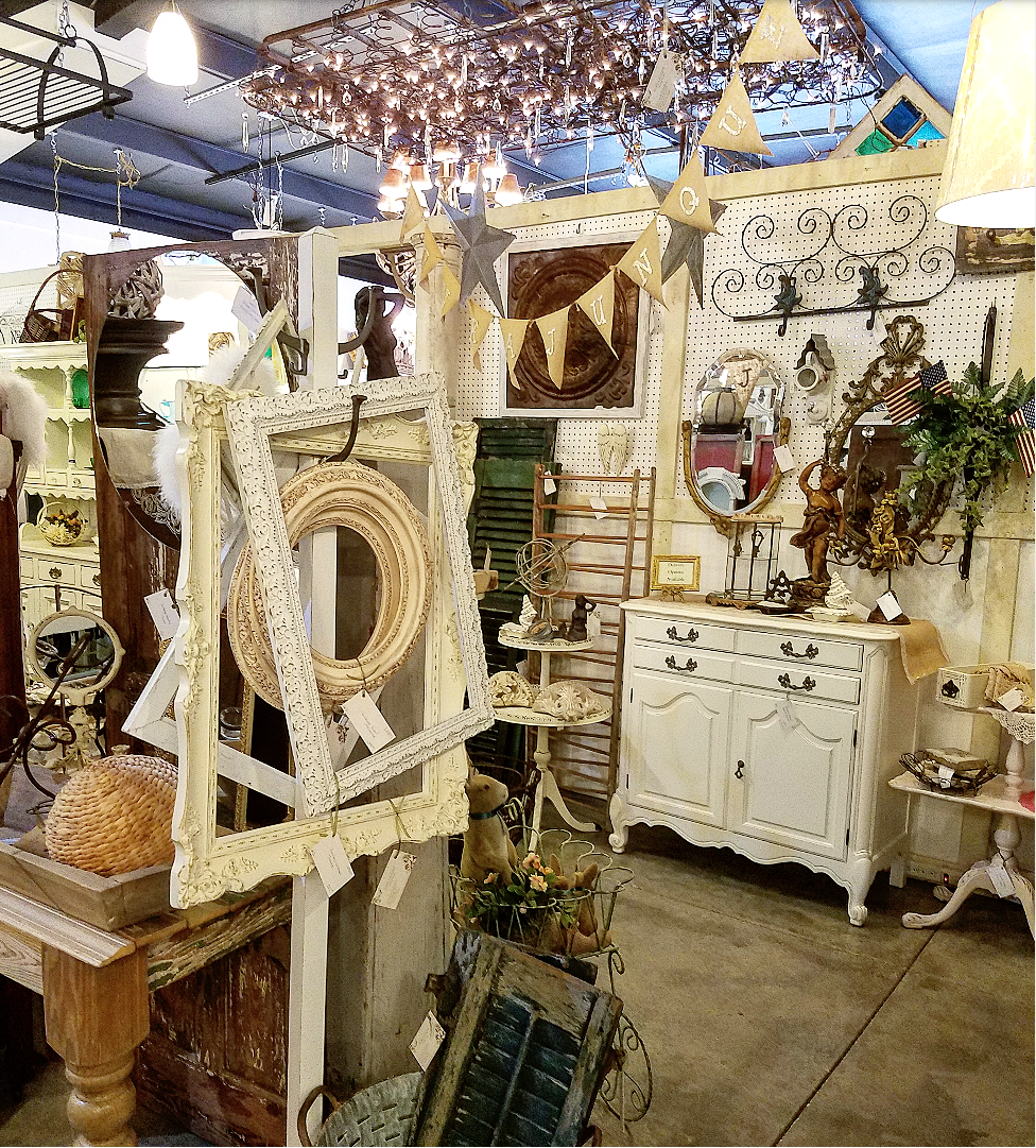 More Shabby Chic Halloween Interior Decor Ideas: Gorgeous Shabby Chic Antiques Booth Display Vintage