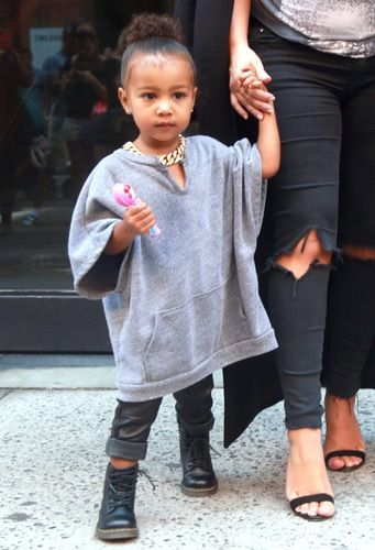 North West Is Dad Kanye West S Mini Me In A Baggy Shirt And Gold Chain North West Outfits Cute Outfits For Kids Kardashian Kids Clothes