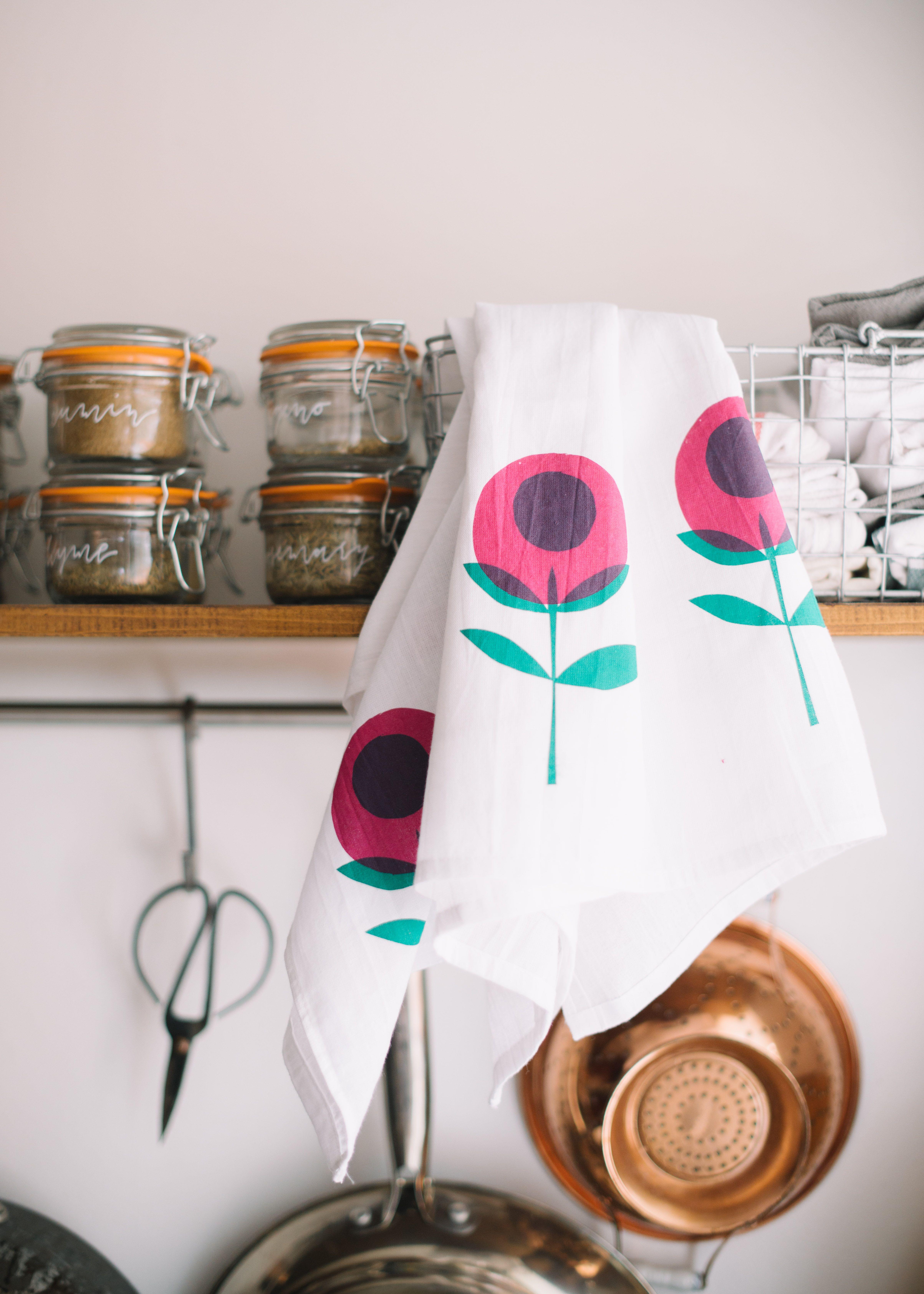 DIY screenprinted dish towels - learn to silkscreen print with Jen ...