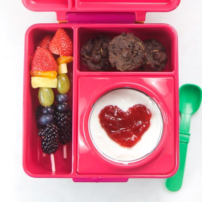 My kids love these fun and healthy school lunches packed in a bento box - and I love how easy they are to make! This post is packed with our go-to healthy, colorful and easy lunch recipes for back to school. You'll find tons of inspiration for bento box lunches that aren't sandwiches! Click now and make your school lunch routine a snap! #schoollunch #bentobox #lunch #kidfriendly