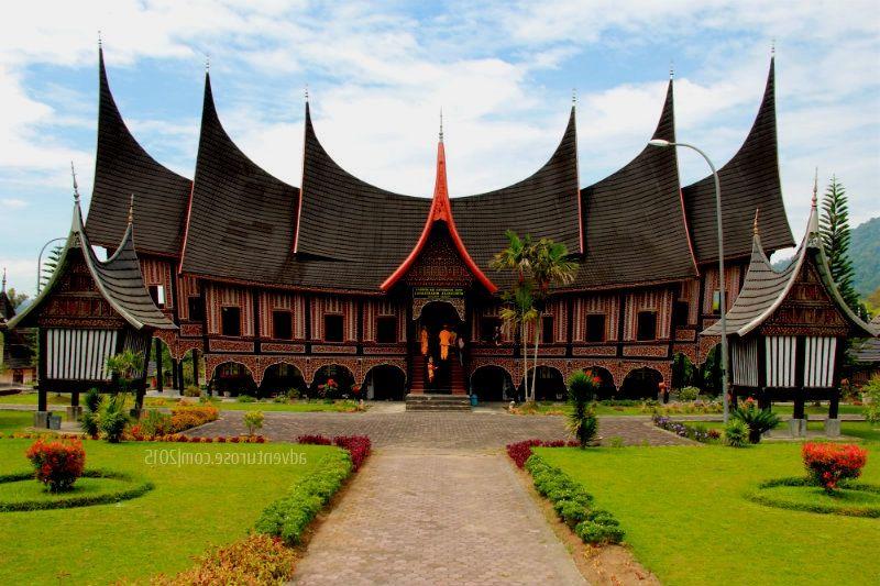 Warna Rumah Adat Padang