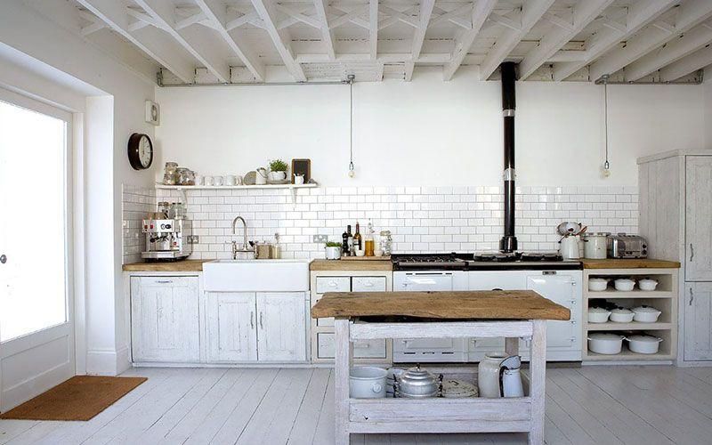 Suelos Para Casas Rusticas Baratos Descubre Las Mejores Alternativas Cocinas De Estilo Rustico Cocinas Rusticas Y Cocinas Blancas Rusticas
