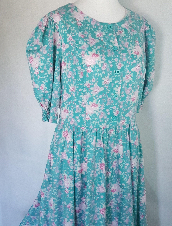 Laura Ashley Vintage Dress Size Uk 16 Green Pink Floral Meadow Etsy Laura Ashley Vintage Dress Dresses Vintage Dresses [ 3000 x 2286 Pixel ]