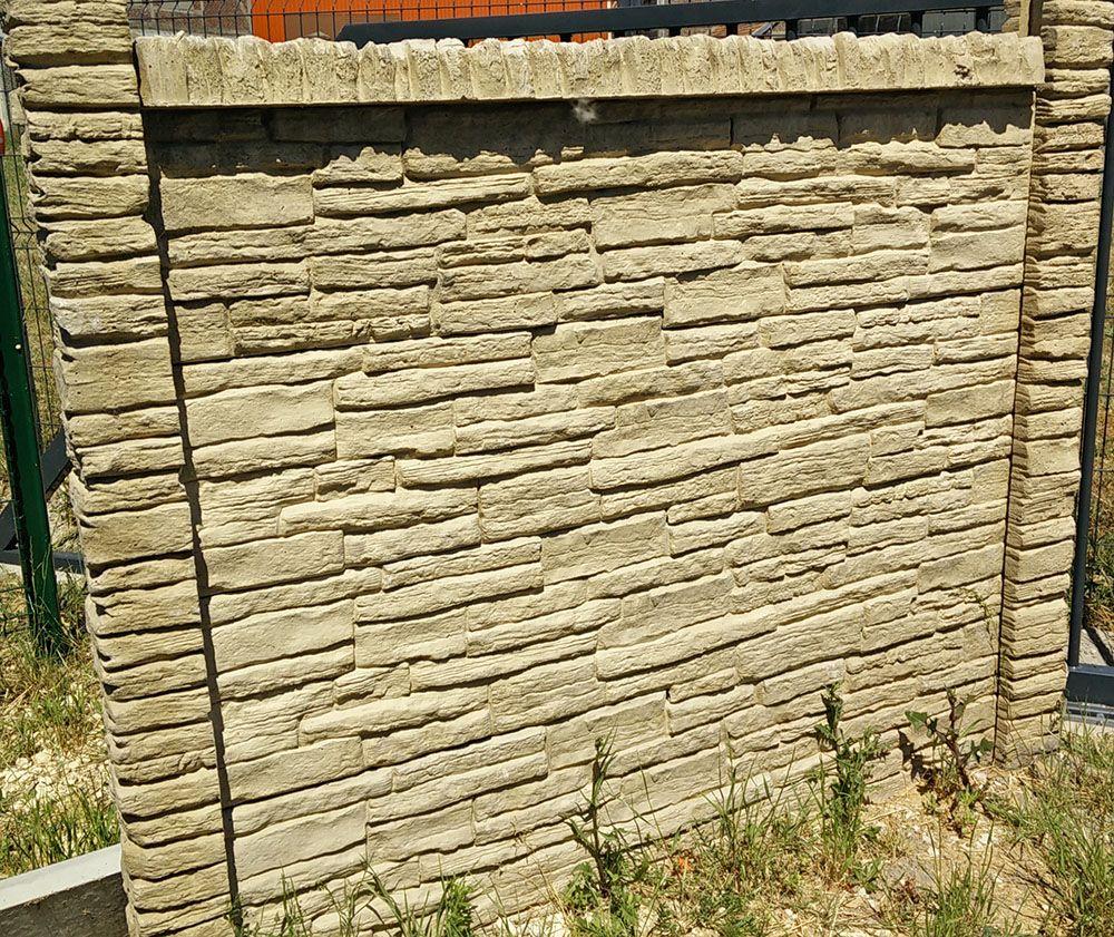 mur en panneaux b ton aspect pierre s che cl ture b ton. Black Bedroom Furniture Sets. Home Design Ideas
