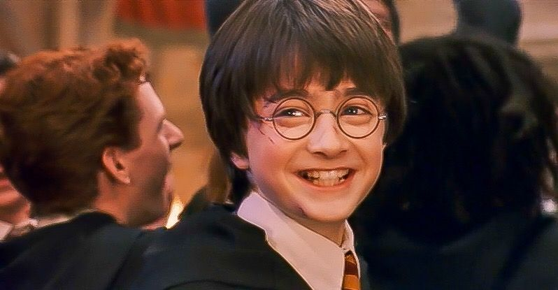 Harry Potter and the Sorcerer's Stone - End of year feast. Harry is happy!  | Daniel radcliffe, Harry james potter, Daniel radcliffe harry potter