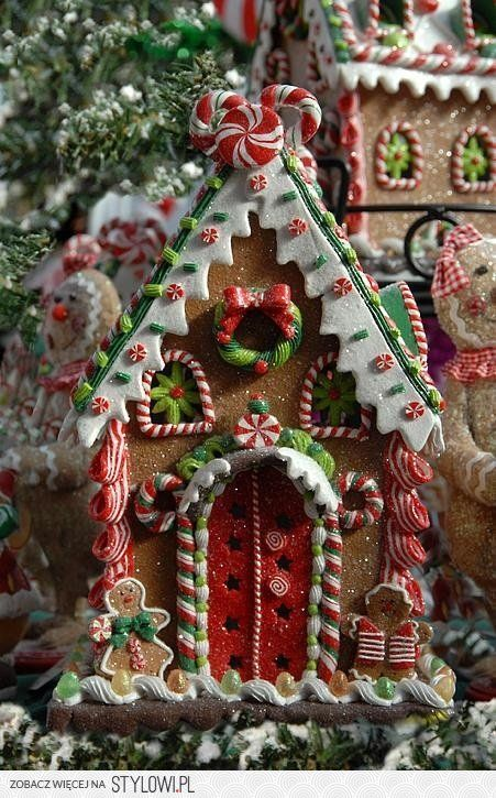 **Christmas Gingerbread House