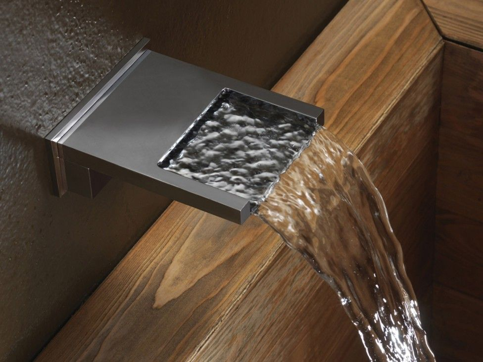 Chromeplated Wallmounted Waterfall Spout Bocca Cascata